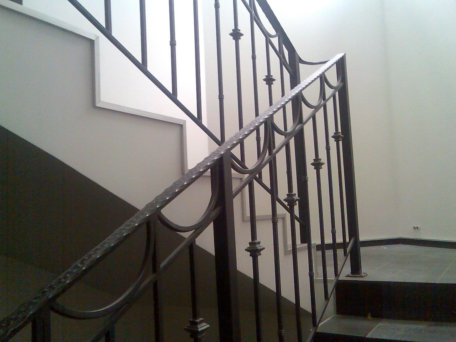 фото сварных перил лестниц этого