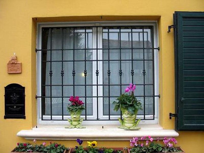 заказ и установка железных решеток на окна сколько стоит