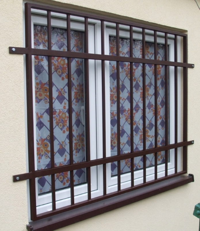 железные двери с накладными решетками