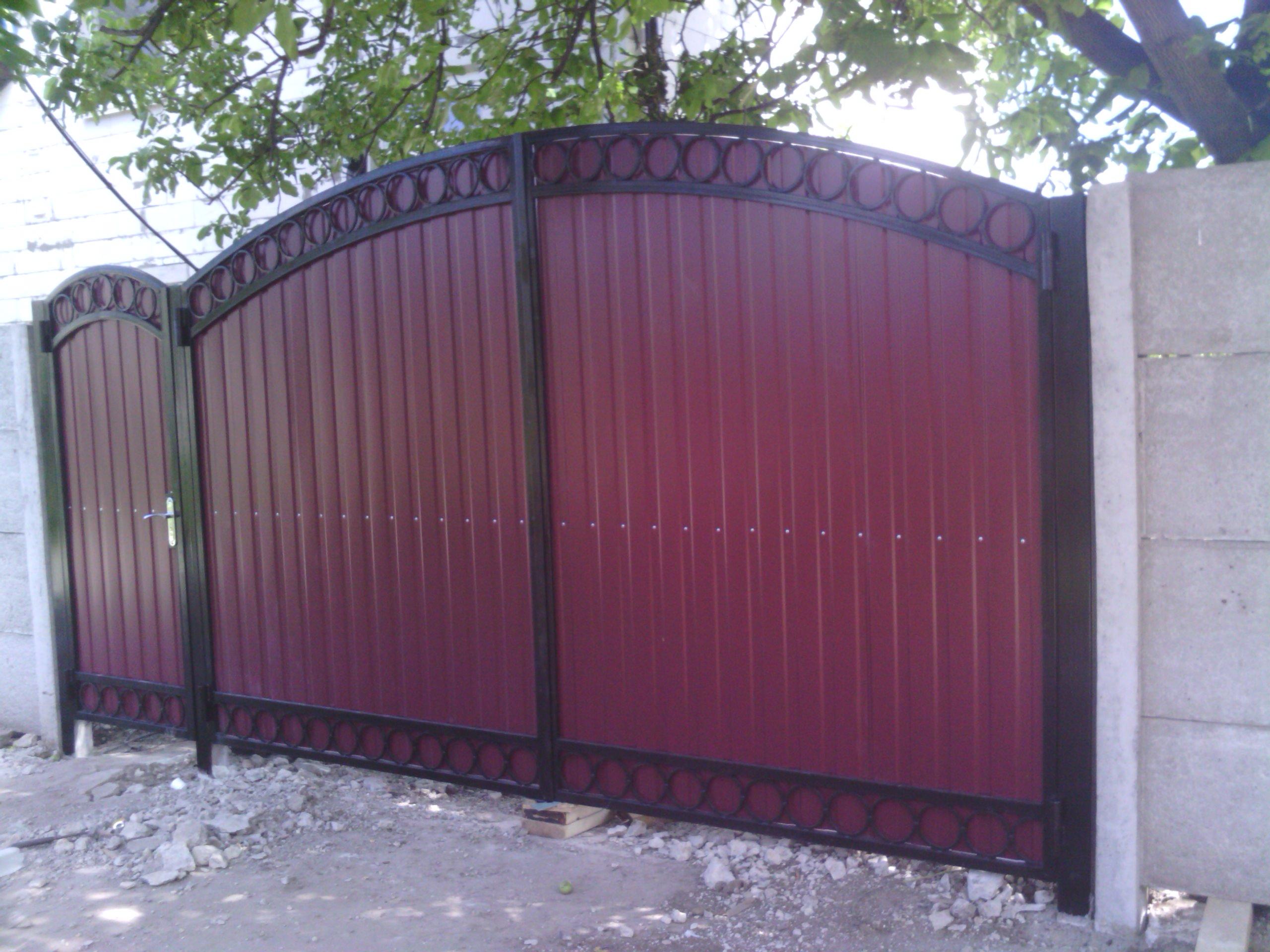 Фотографии металлических ворот из профильной трубы